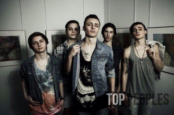 Мэвл в молодости в составе Рок группы