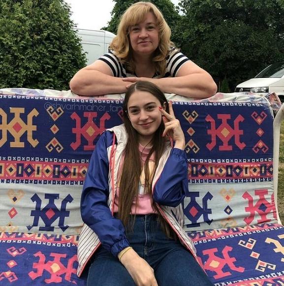 Мэйби Бэйби с мамой