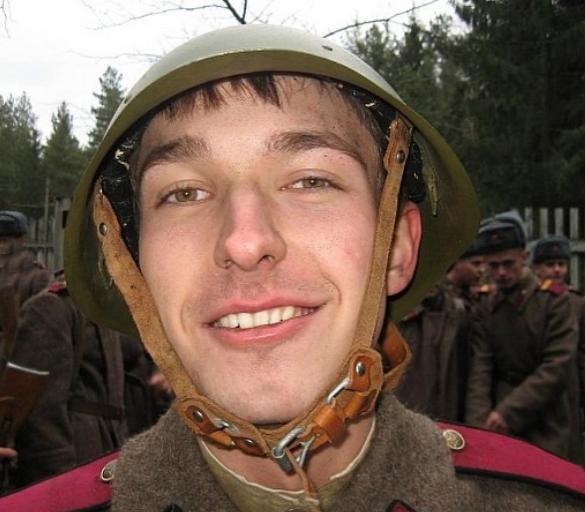 Сергей Лукьянов Вася на сене на съемках фильма