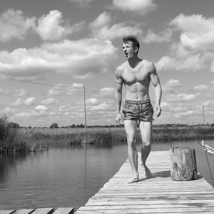 Сергей Лукьянов фото торс гимнастика