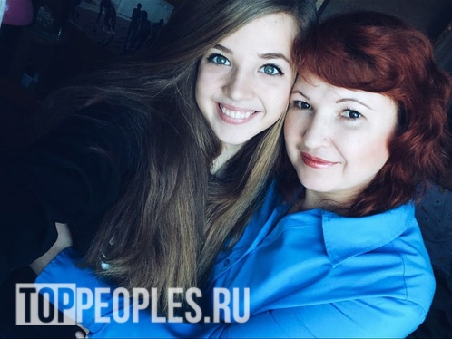 Аня Покров с мамой фото