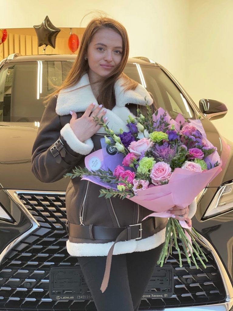 Настя Шардакова купила машину