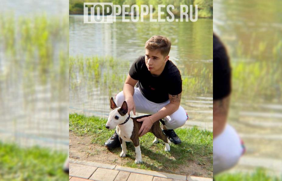 Рамиль со своей собакой