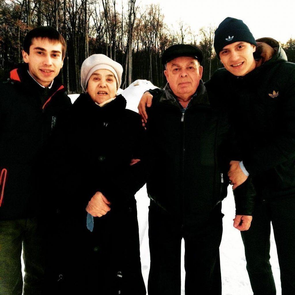 Тимур Гатиятуллин Честный с родителями и братом