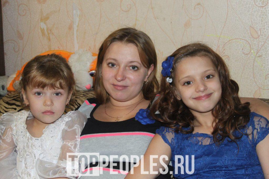 Юлия Гаврилина с мамой и сестрой фото