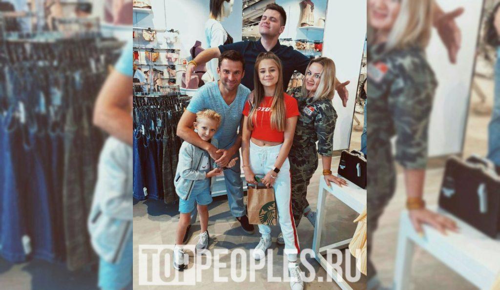 катя адушкина родители реальные фото
