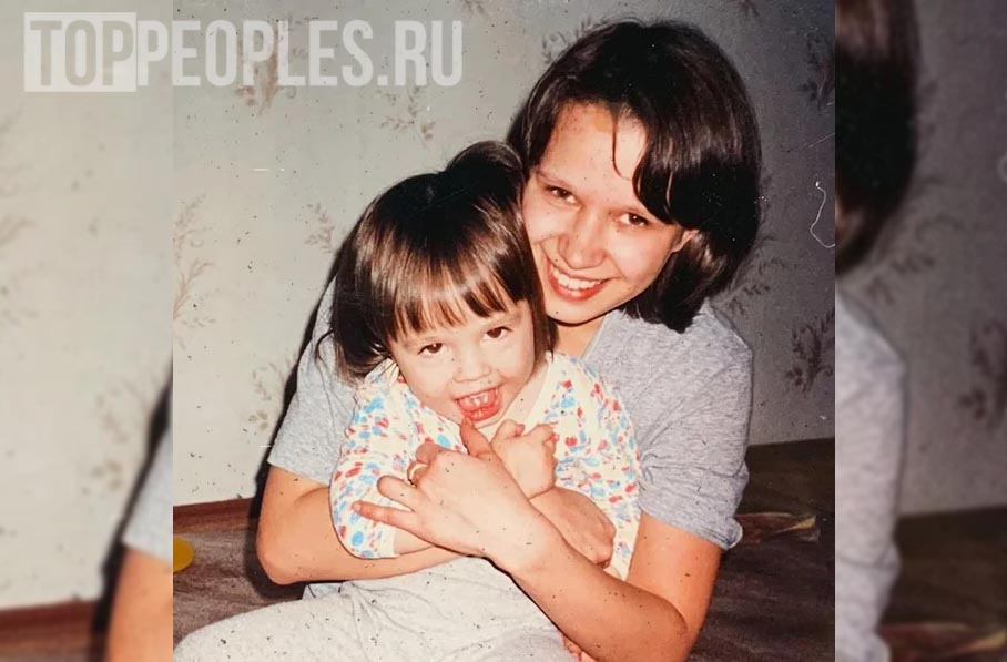 Даша Инстасамка в детстве с мамой фото