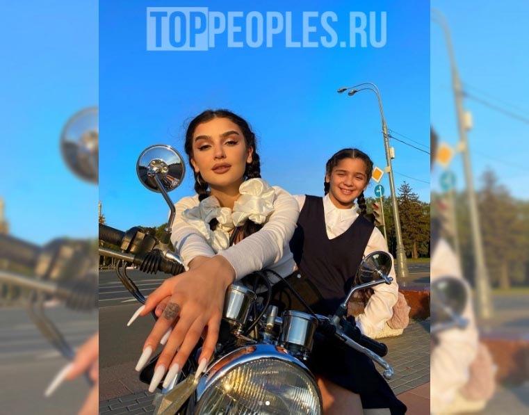 Дина Саева и её сестра фото