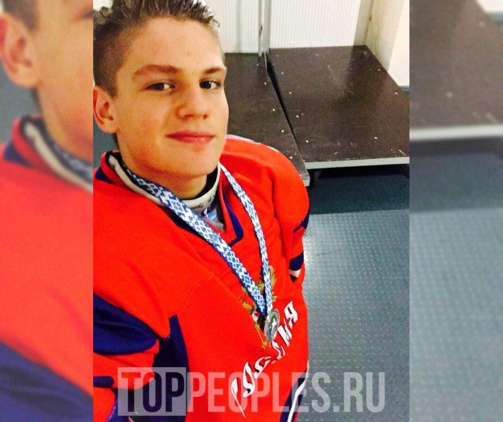 Максим Моргенштерн хоккеист