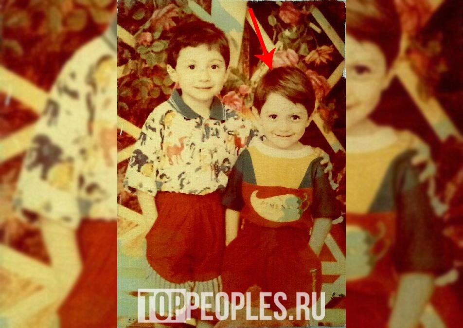 Тамби Масаев в детстве фото с братом