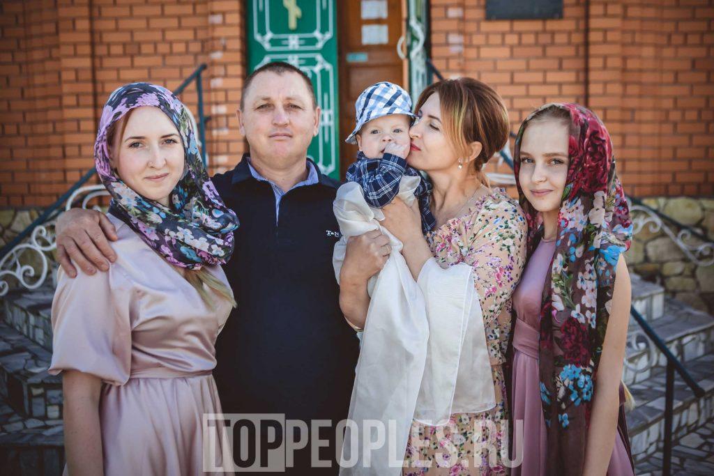 Туся (Tysya) с родителями и сестрой