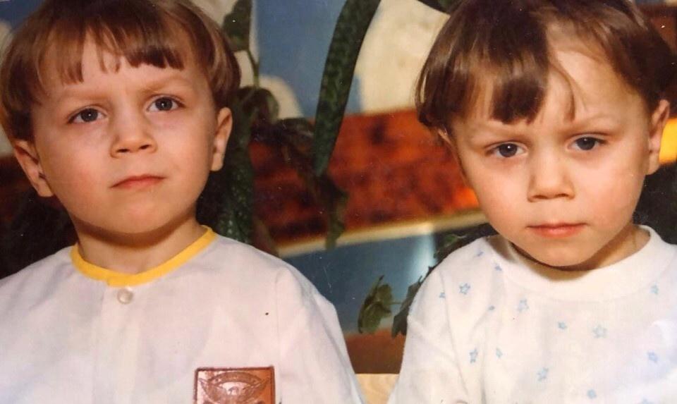 Корней и Артем Тарасовы в детстве