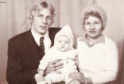 Мельников с женой и ребенком